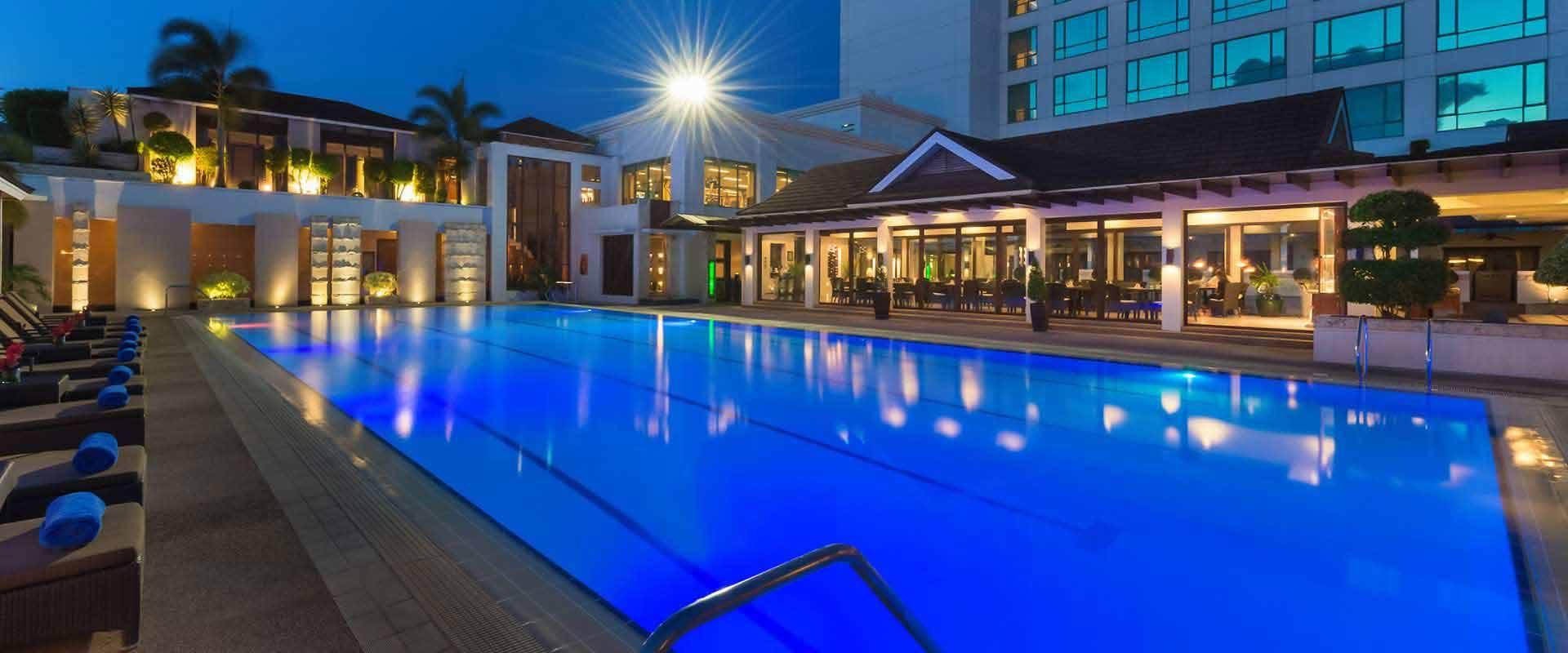 Minadanao davao hotel swimming pool marco polo davao for Swimming pool hotel